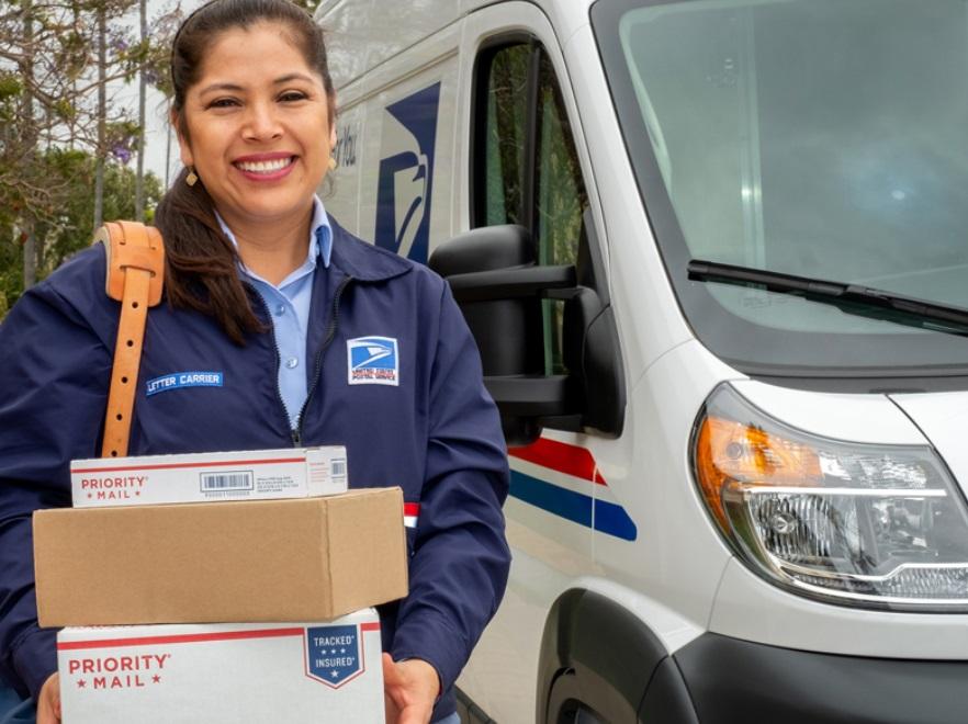 usps liteblue employee delivering a courier